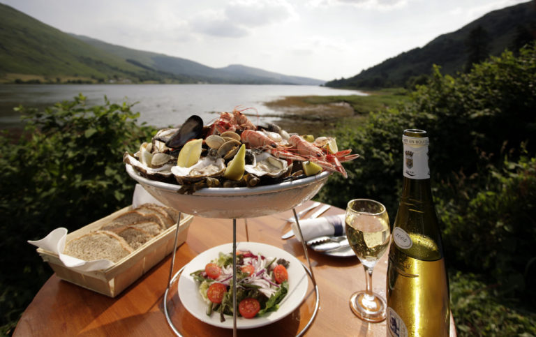 A SHELLFISH PLATTER - AS SERVED  AT THE LOCH FYNE OYSTER BAR AT CAIRNDOW (BESIDE LOCH FYNE) ARGYLL.  PIC: P.TOMKINS/VisitScotland/SCOTTISH VIEWPOINT Tel: +44 (0) 131 622 7174   Fax: +44 (0) 131 622 7175 E-Mail : info@scottishviewpoint.com This photograph cannot be used without prior permission from Scottish Viewpoint.